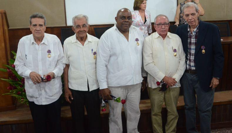 Confieren Orden Carlos Juan Finlay a paradigmas de la salud cubana