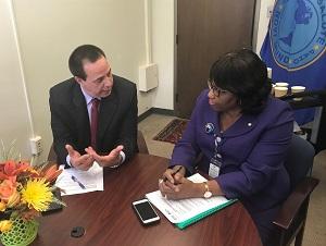 Sostiene el Dr. José Ángel Portal Miranda, Ministro de Salud Pública, encuentro con la Dra. Carissa Etienne, directora de la OPS